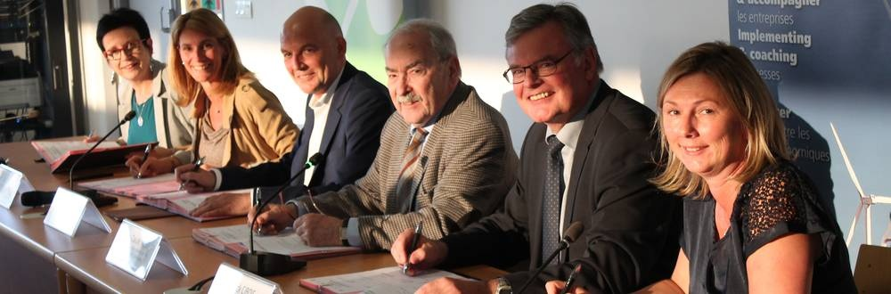 Signature d'une convention pour dynamiser le commerce local - News - Communauté de Communes Caux vallé de Seine
